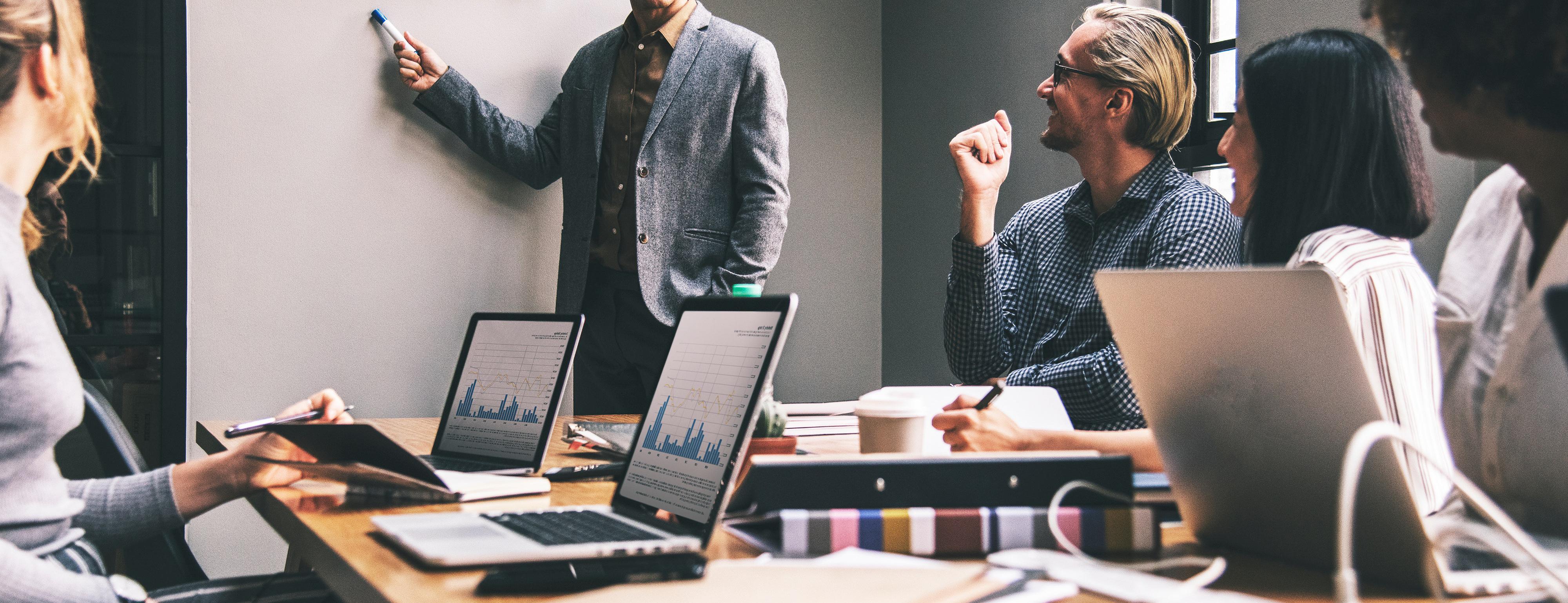 paranna-kommunikointi- rekrytoivan-esimiehen-kanssa-ja-loyda-oikea-henkilo-nopeammin